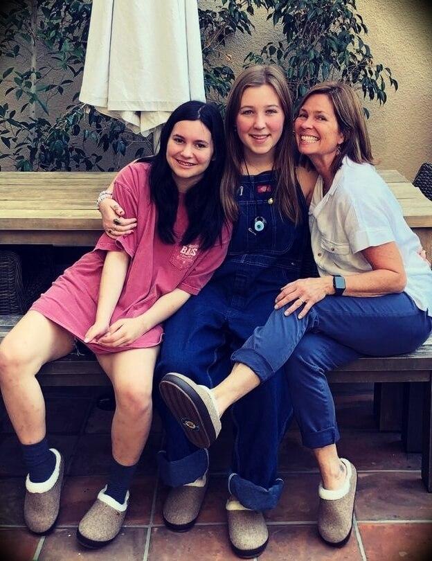 from left to right: Ila, Georgia, LeeAnn Kreischer