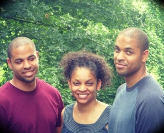 The Hodgetwins with their sister Rosalyn Hodge