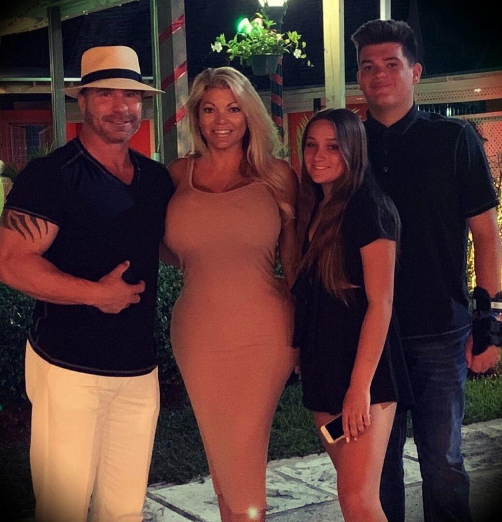 Ed Mylett with his wife Kristianna Mylett and their children Max and Bella