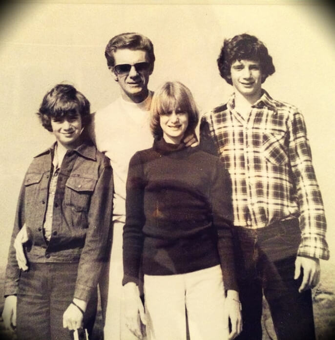 old photo of Bob Proctor with his three children, Colleen, Brian and Raymond
