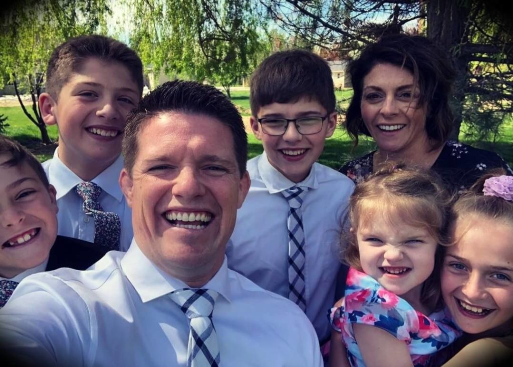 Russell Brunson with his wife Collette Brunson and their children