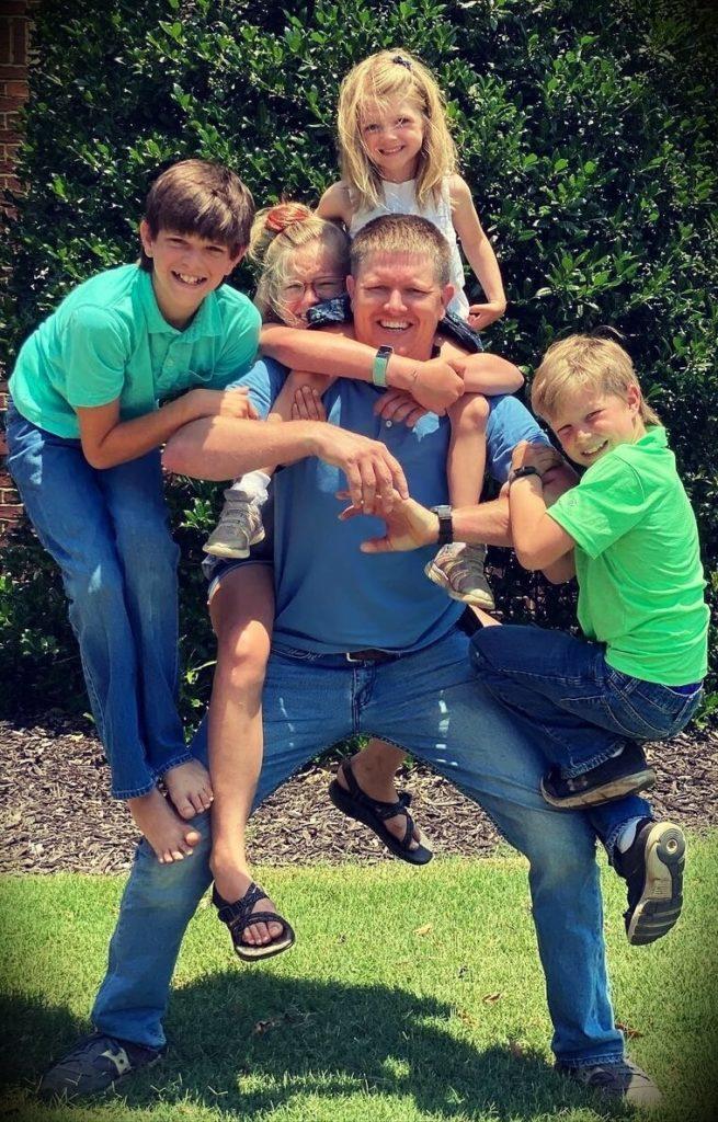 Destin Sandlin with his children