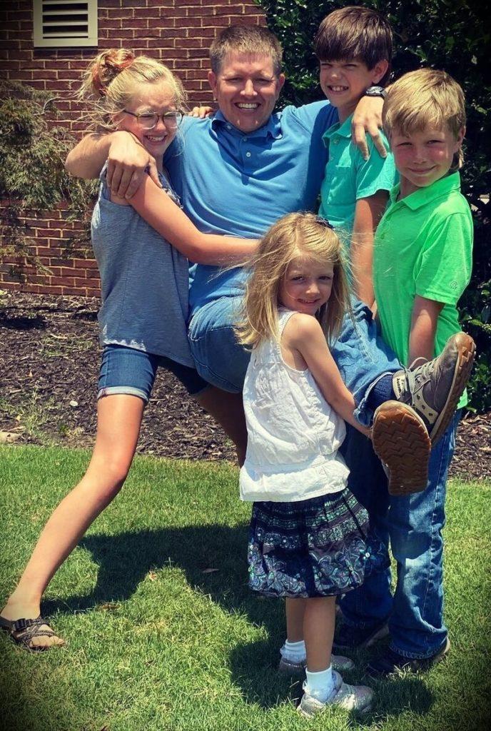 Destin Sandlin with children