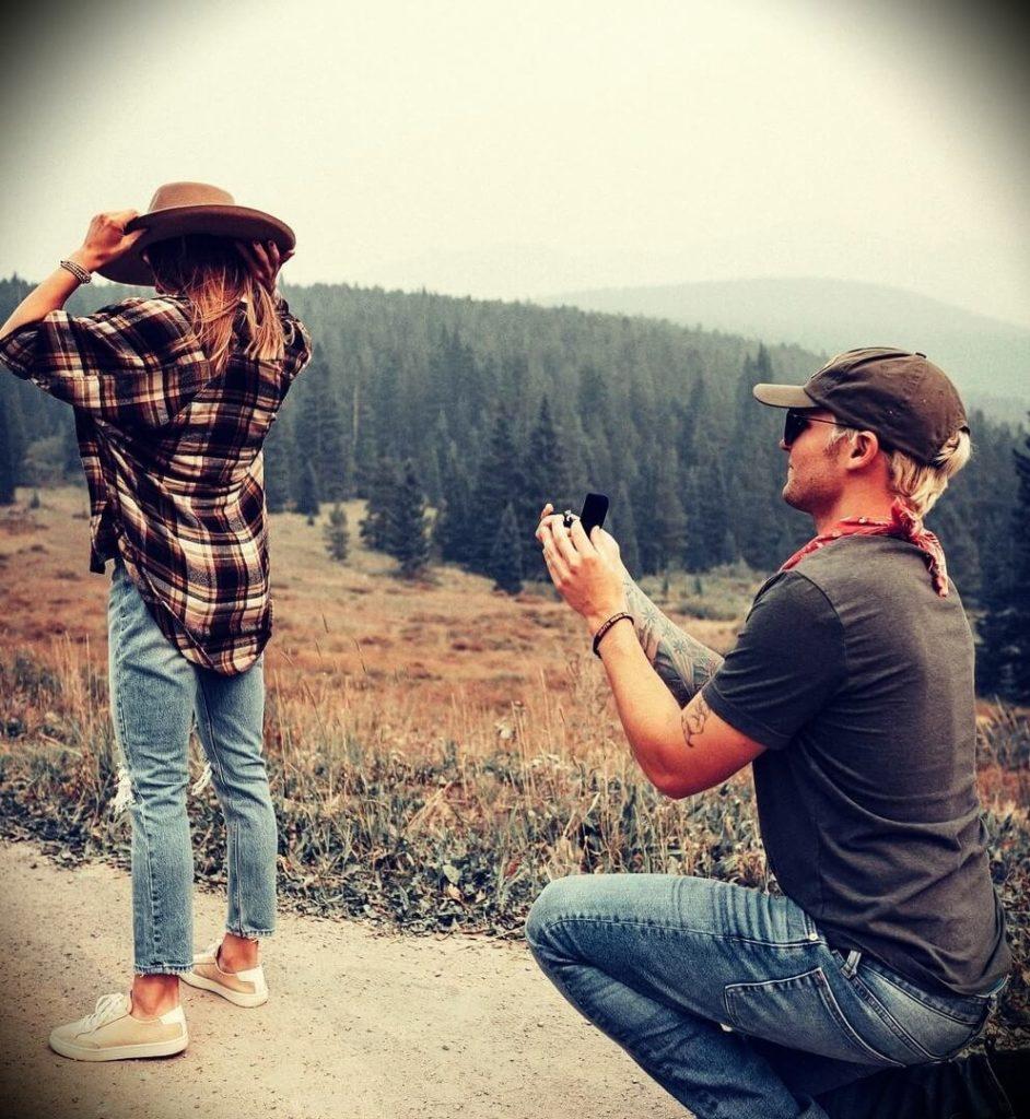 Dog trainer Tom Davis proposing to his fiancée