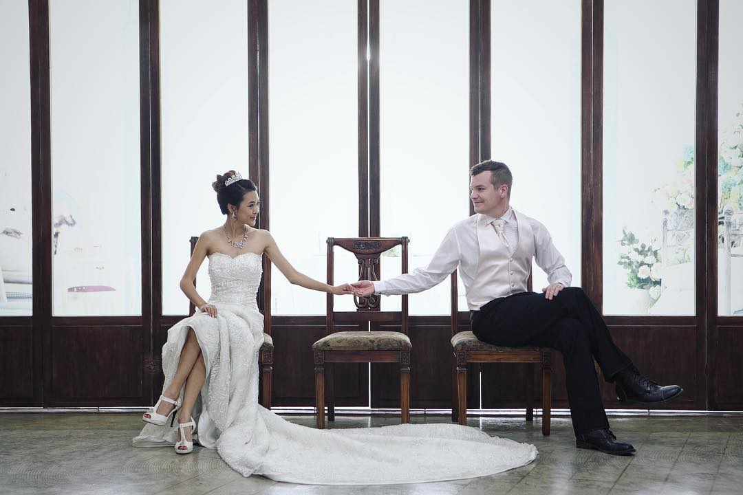 Read more about the article 9 Pics Of Jen Chae (From Head To Toe) With Her Husband
